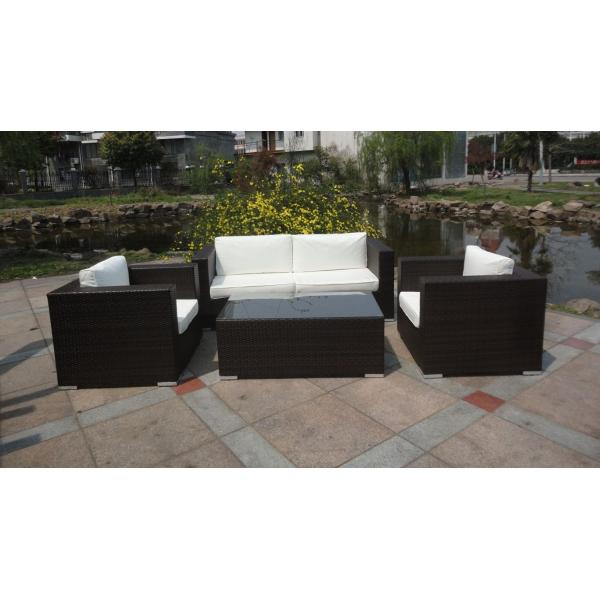 Divani in rattan il rattan nell home design divano for Arredo giardino rattan outlet